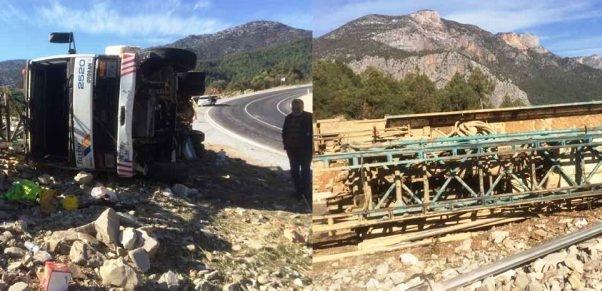 Sondaj kamyonu yoldan çıkarak yan yattı: 1 yaralı